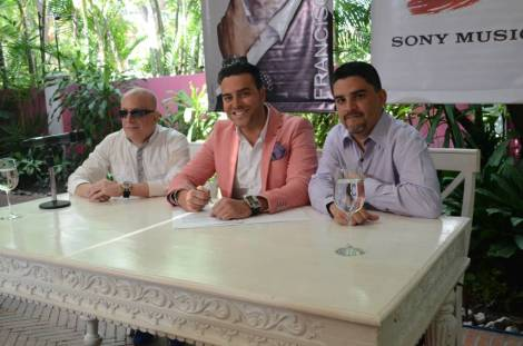Luis Capecchi, Gerente de Marketing Sony Music Venezuela; Francisco León; José Ignacio Hernández, Gerente General Sony Music Venezuela